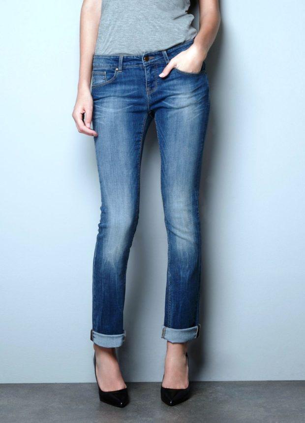 джинсы женские мода 2018-2019: синие классика потертые подвернутые