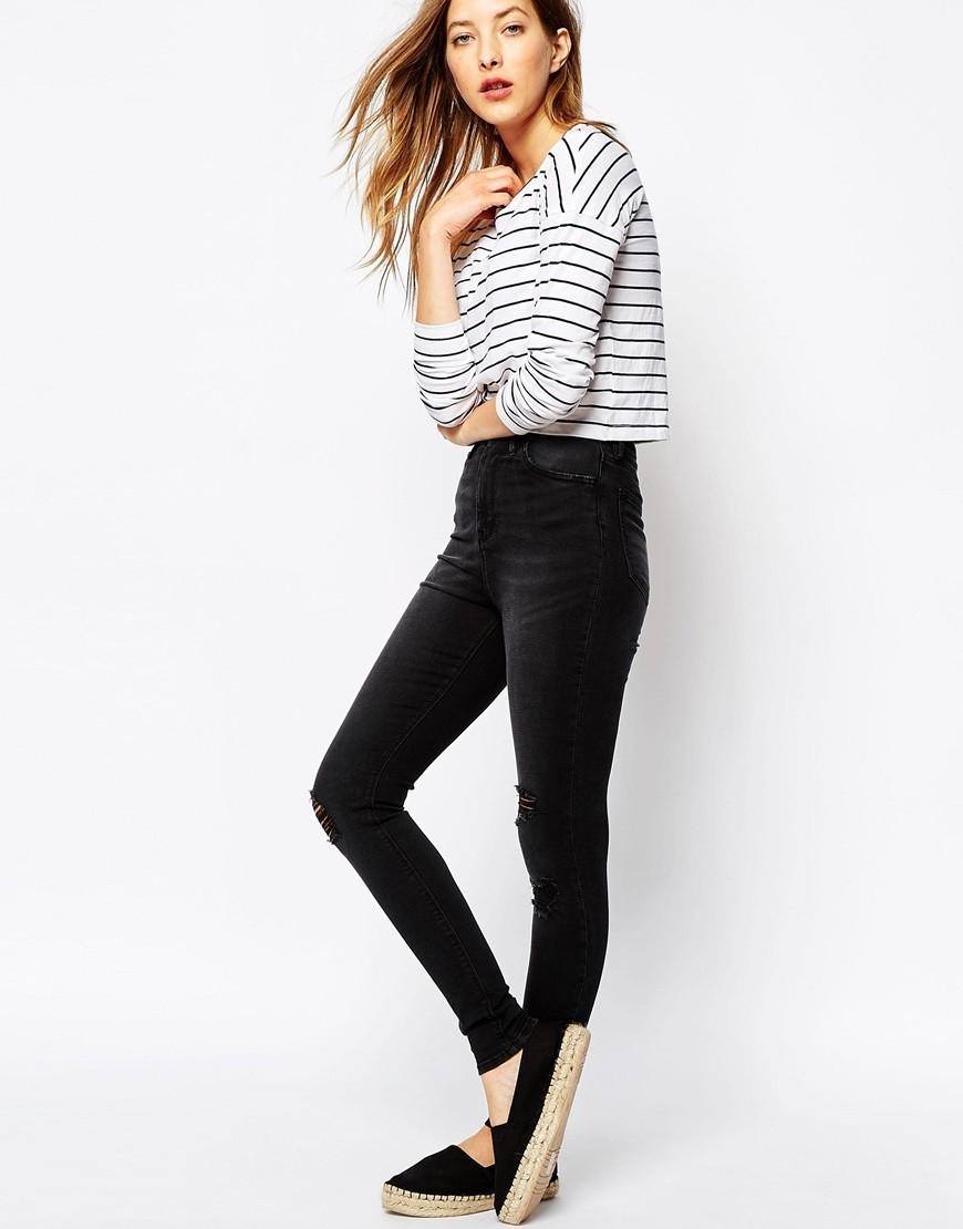 какие джинсы в моде в 2018 женские: завышенная талия черные