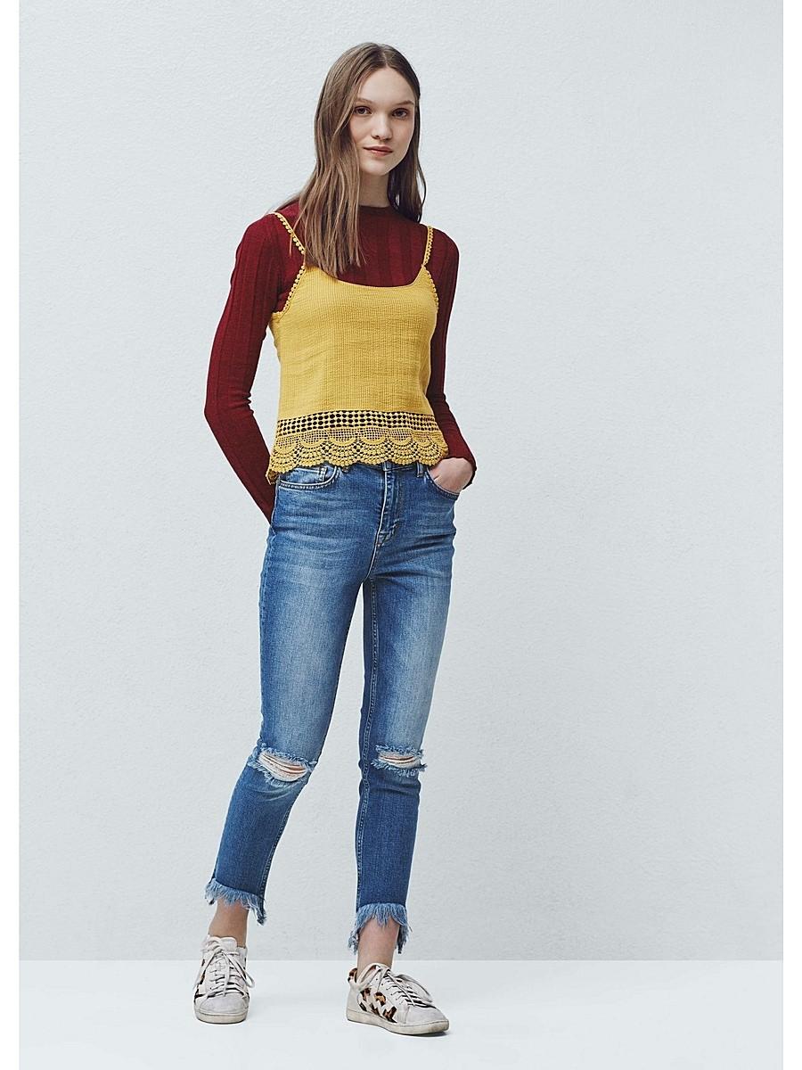укороченные джинсы  синие рваные