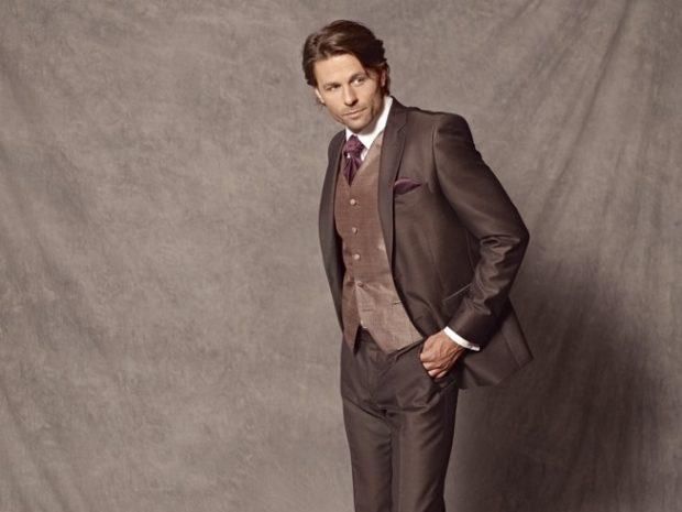 коричневый костюм тройка