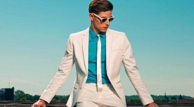 белый костюм классика синяя рубашка