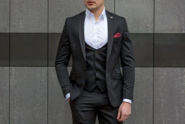 костюм черный тройка