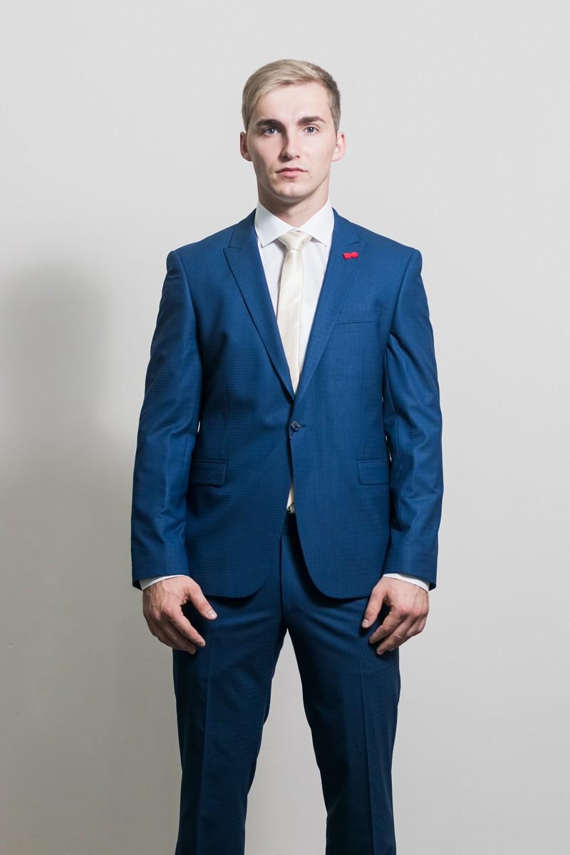 синий костюм классика