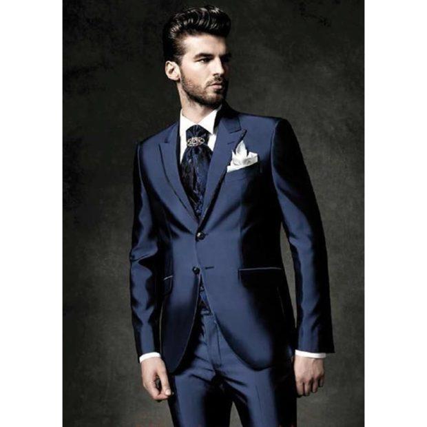 костюм синий из блестящей ткани