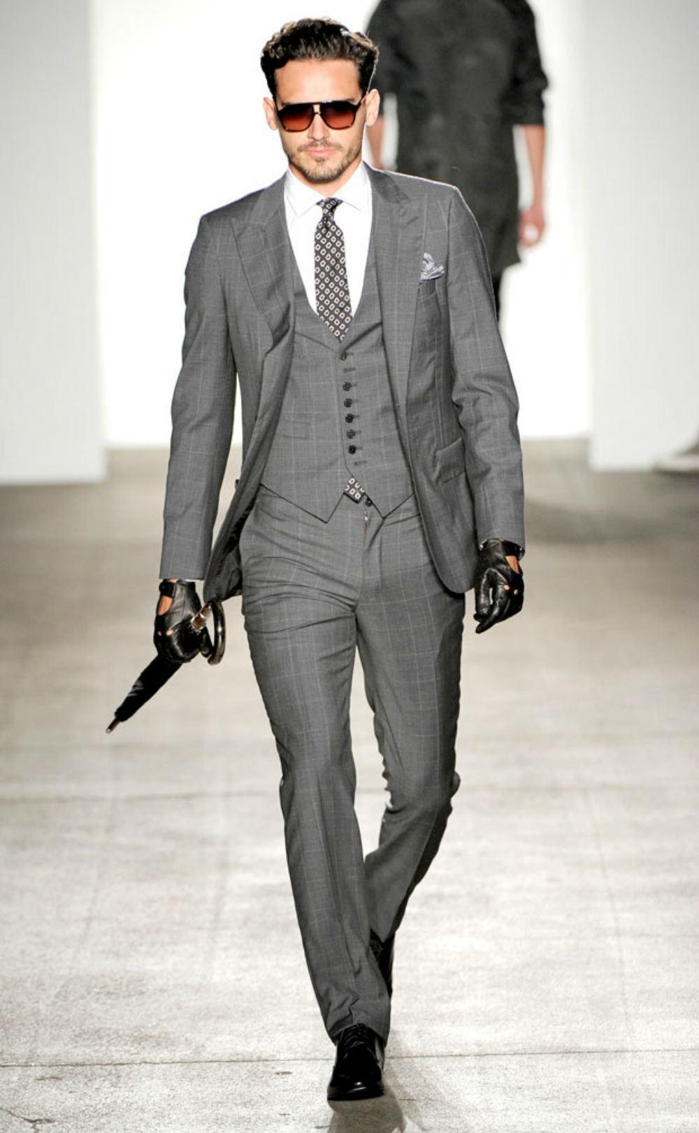 серый костюм тройка со стрелками