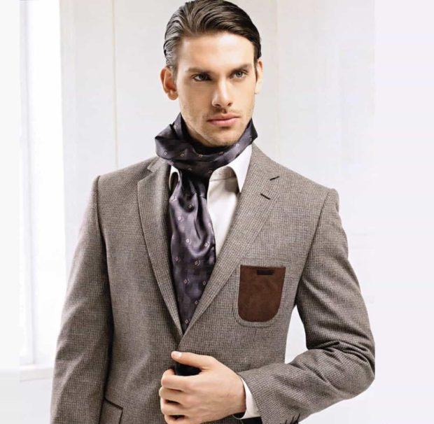 костюм серый с кожаным карманом