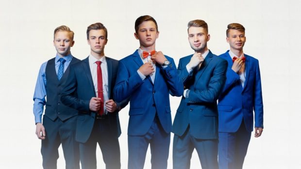 костюм на выпускной для парня 2018-2019: синие пиджаки тройка с красными галстуками