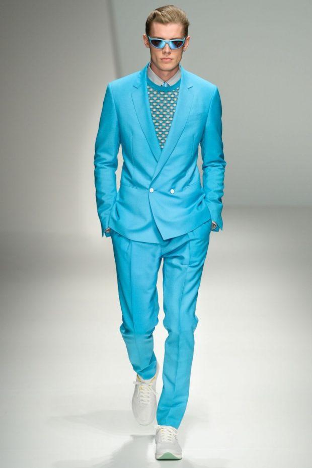 костюм на выпускной для парня 2018-2019: голубой пиджак двубортный