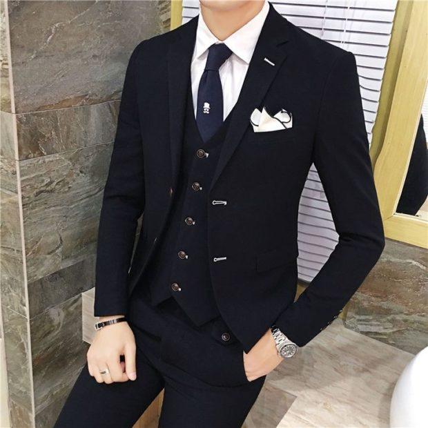 костюм на выпускной для парня 2018-2019: тройка черный с синим галстуком