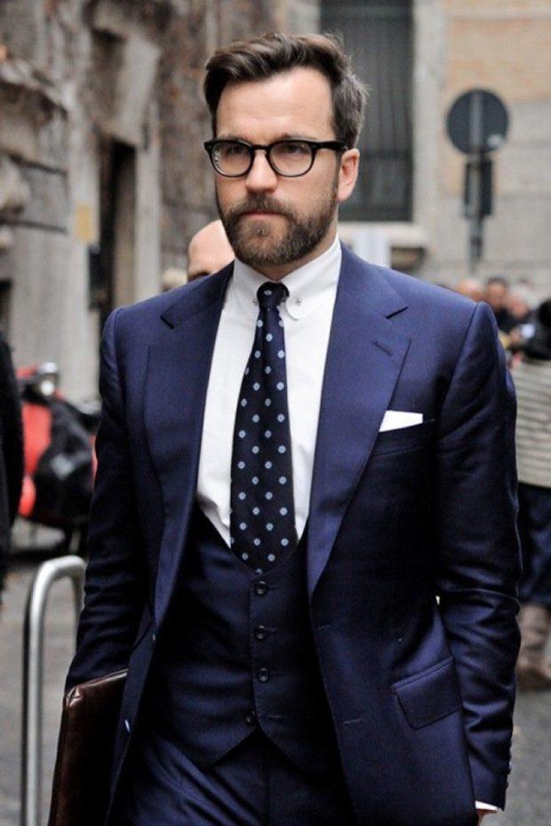 костюм на выпускной для парня 2018-2019: тройка синий галстук в горох