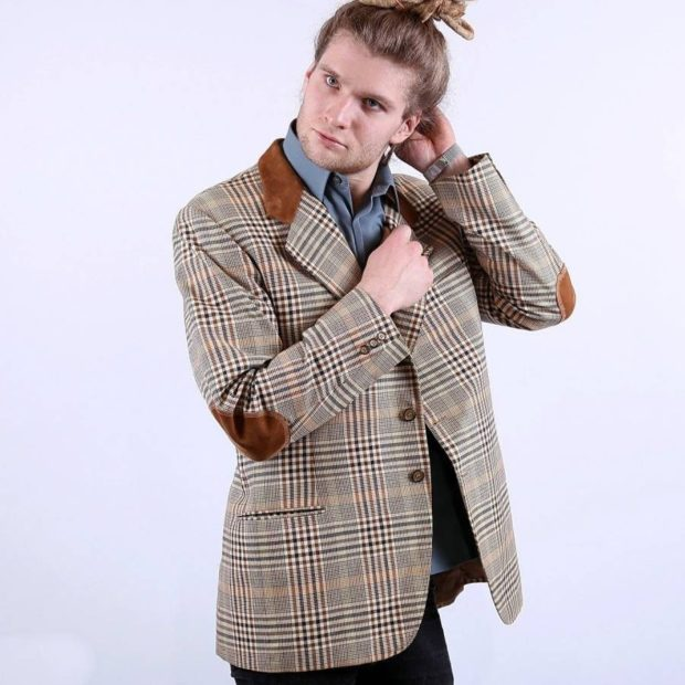 костюм пиджак в клетку заплаты кожаные