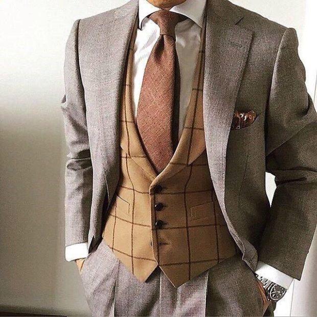 костюм тройка коричневые жилетка в клетку