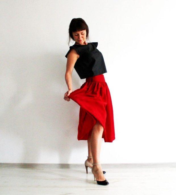 Красная юбка с чем носить: миди а силуэт под блузку