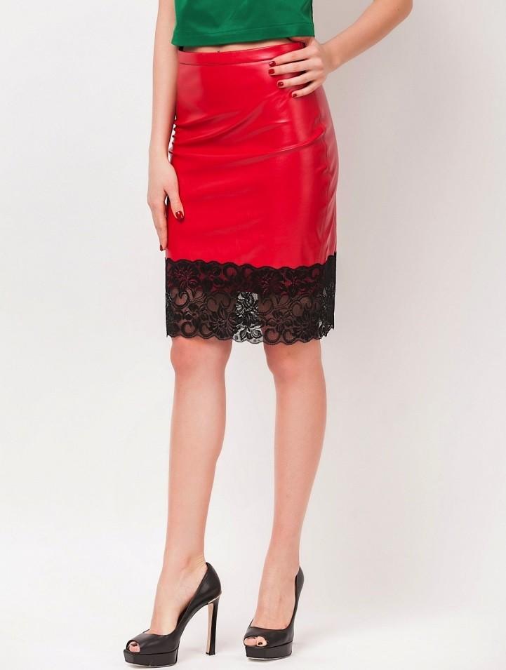 Красная юбка с чем носить: кожаная с гипюром под топ