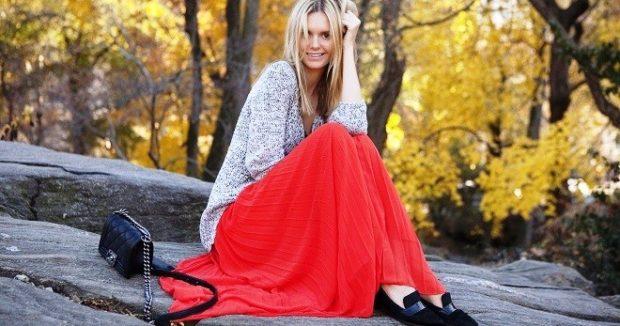 Красная юбка с чем носить: длинная под свитер