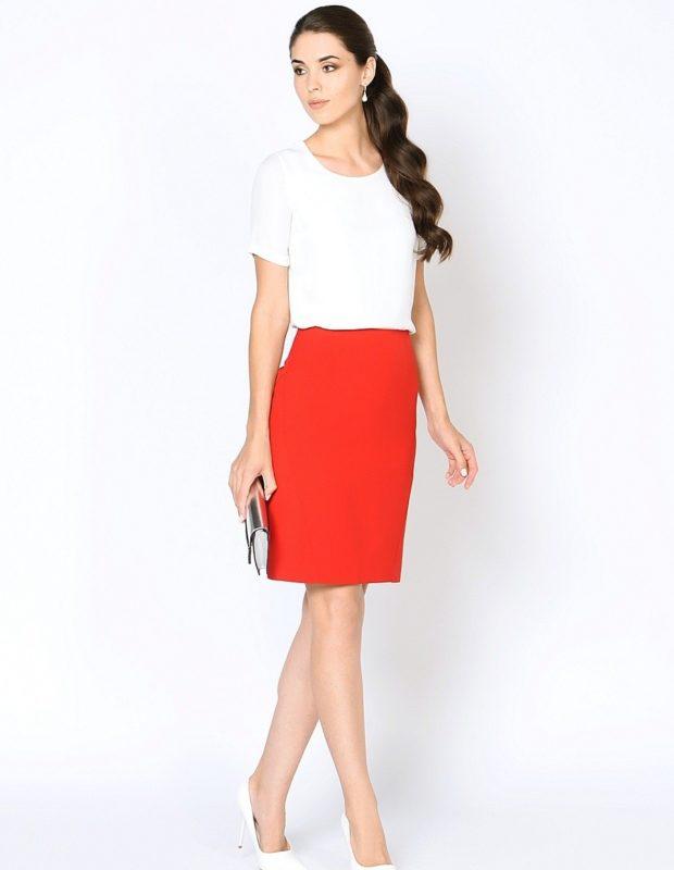 красная юбка с чем носить: офисная под белую футболку