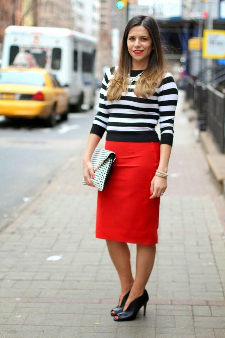 офисная красная юбка под полосатую кофту
