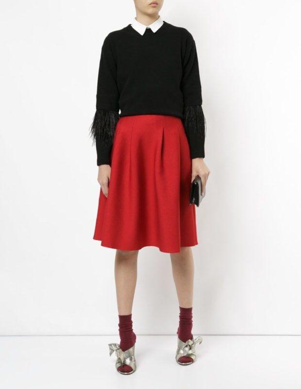 красная юбка по колено под кофту черную