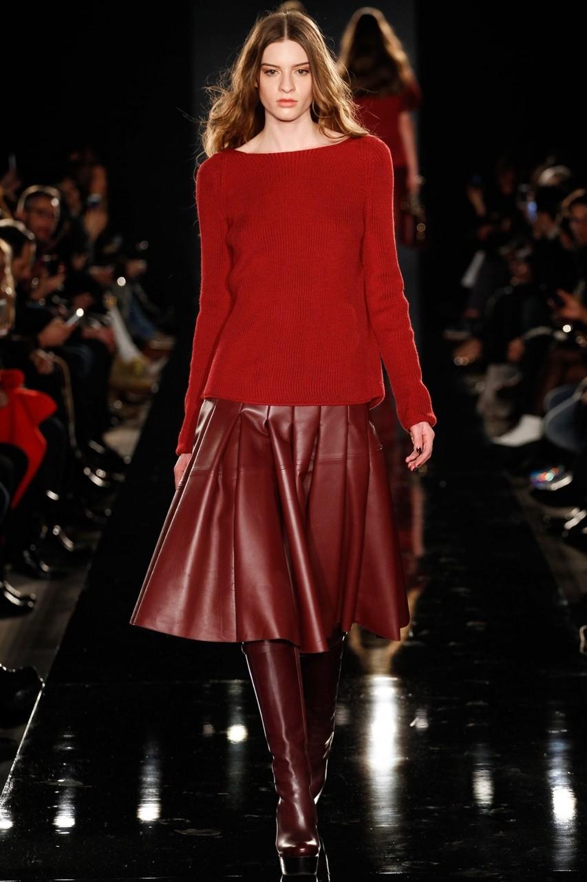 красная юбка по колено эко-кожа под свитер в тон