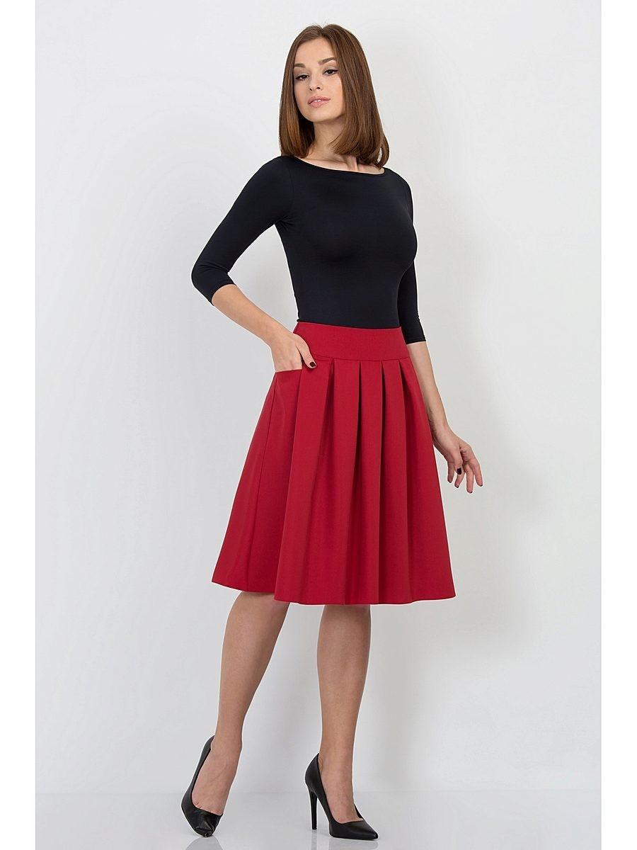 Красная юбка с чем носить: под туфли лодочки