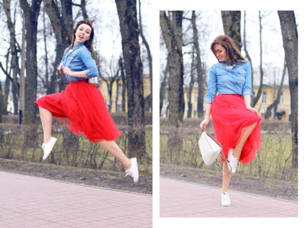 Красная юбка с чем носить: пачка кеды