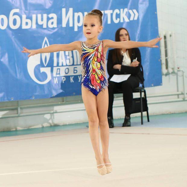 kupalniki-dlya-hudozhestvennoj-gimnastiki