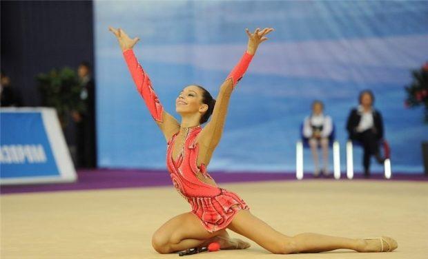купальники для художественной гимнастики: красный рукав длинный