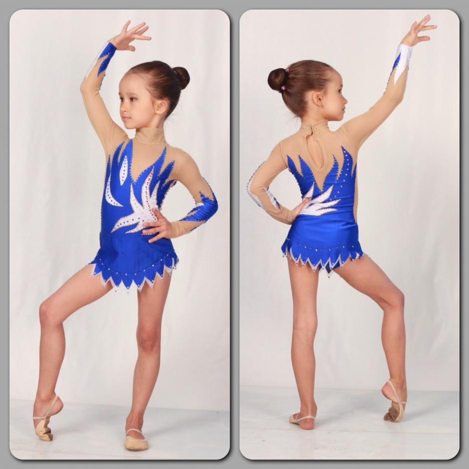 купальник синий с белым юбка с острыми углами рукав длинный