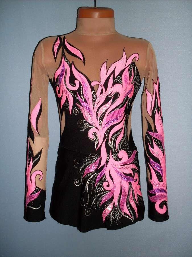 купальник черный с розовыми узорами рукав длинный