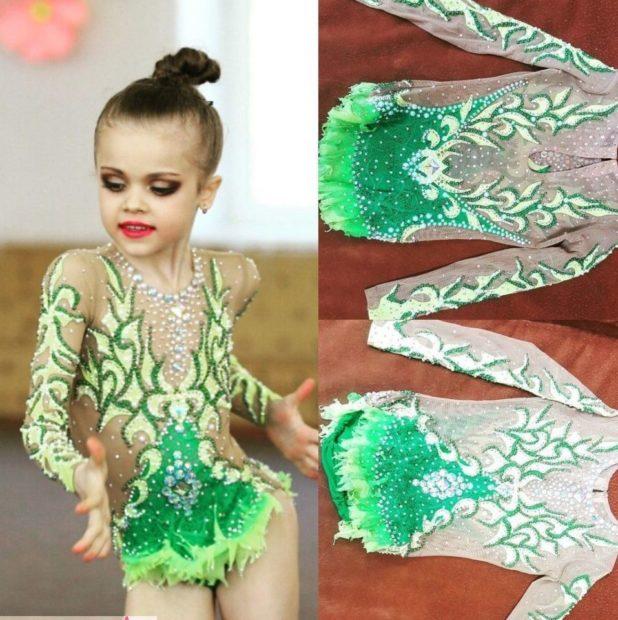 купальники для художественной гимнастики для выступлений: зеленый в два оттенка с рукавом длинным