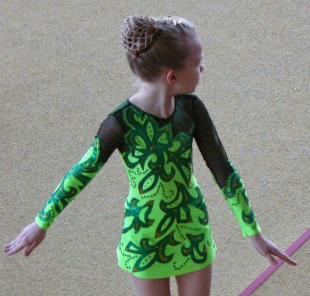 купальники для художественной гимнастики для выступлений: зеленый с темно-зеленым узором