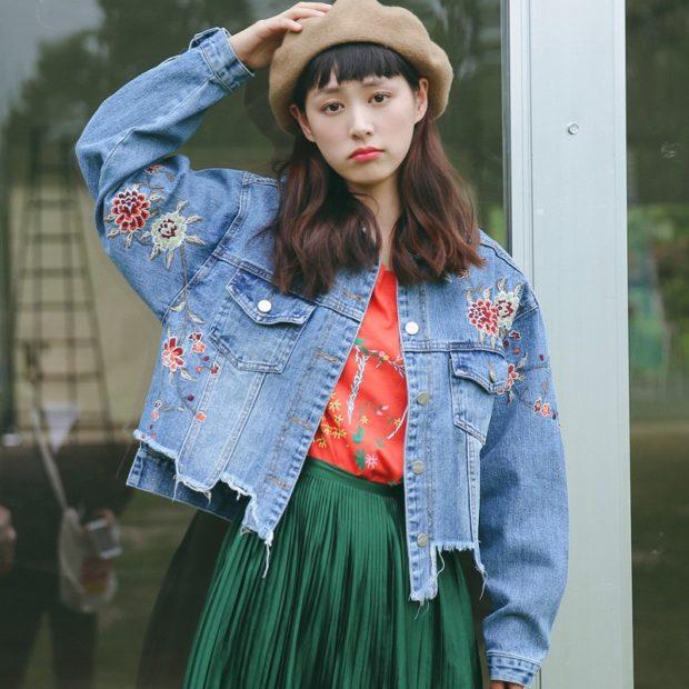 Модные куртки 2018 2019: тоновая с аппликациями короткая