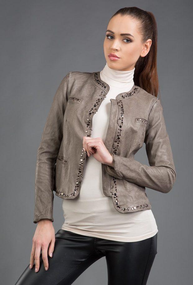 Модные куртки 2018-2019: кожаная серая с пайетками
