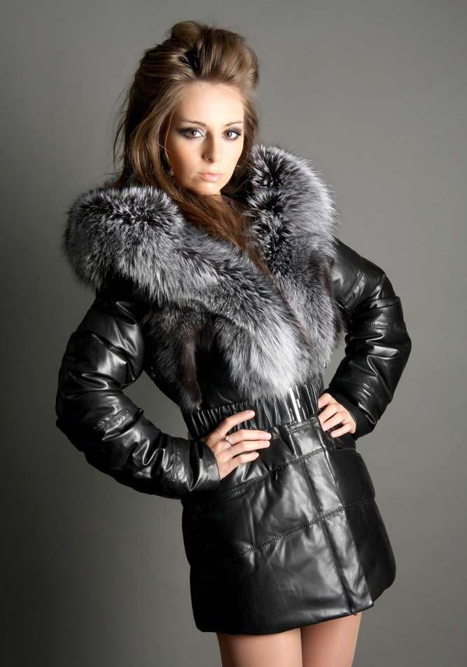 куртка черная с меховым воротом