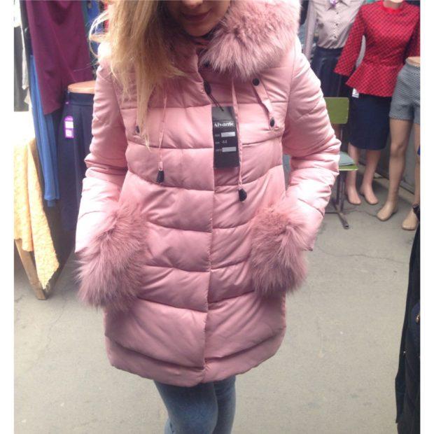 розовый пуховик карманы из меха