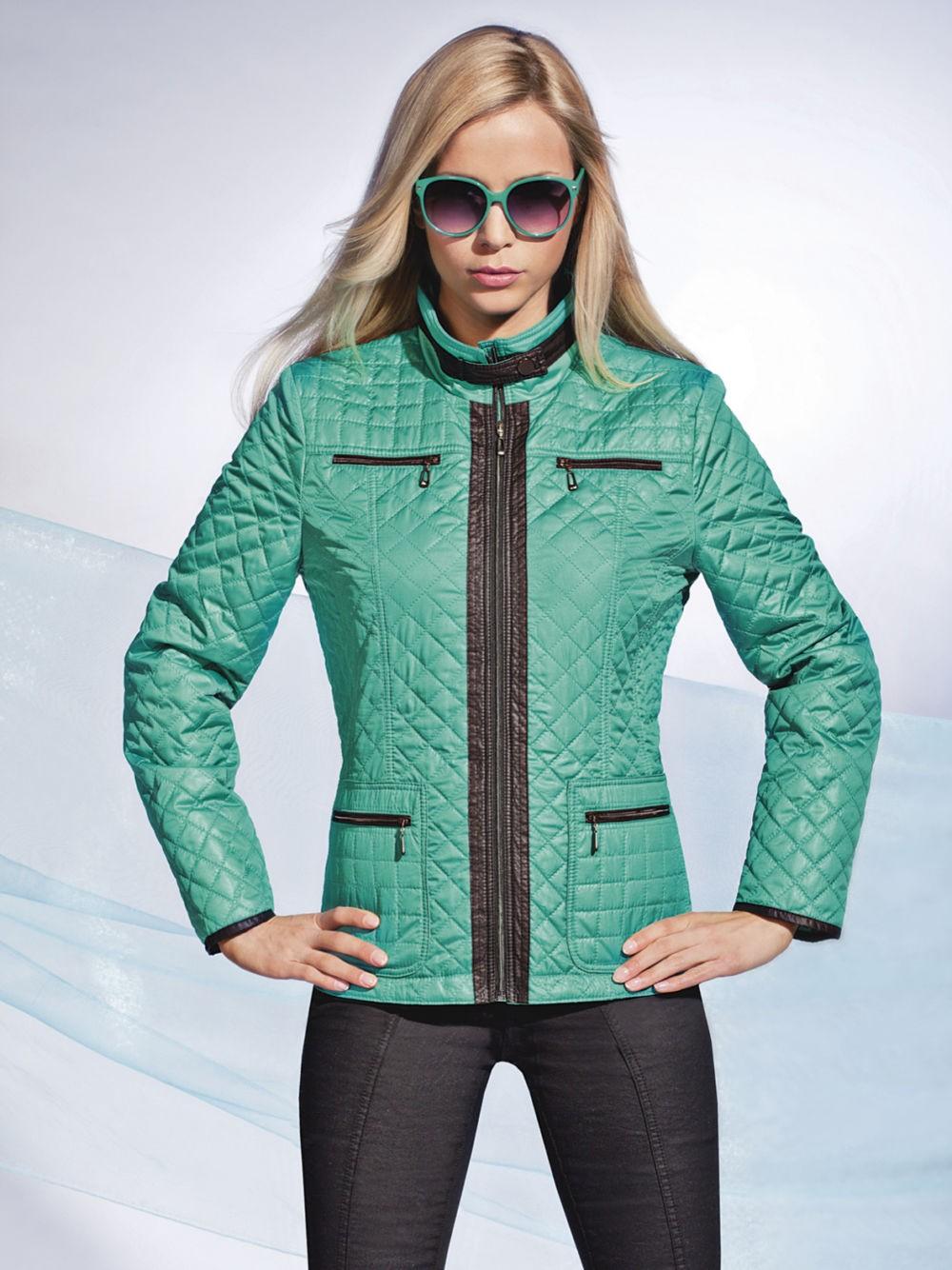 стеганая куртка зеленая с черными вставками