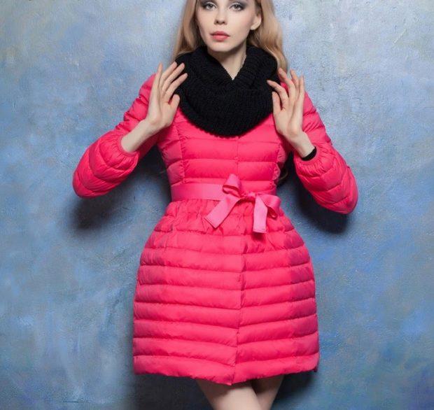 куртка приталенная розовая с пояском стеганая