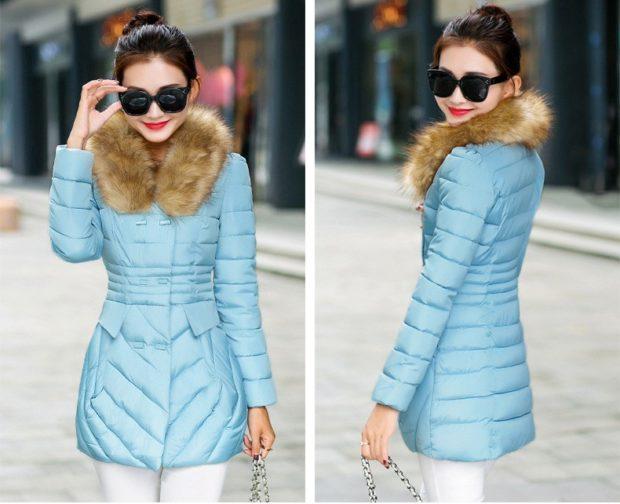 куртка приталенная голубая с меховой опушкой