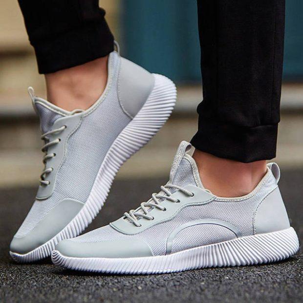 кроссовки серые с белой подошвой