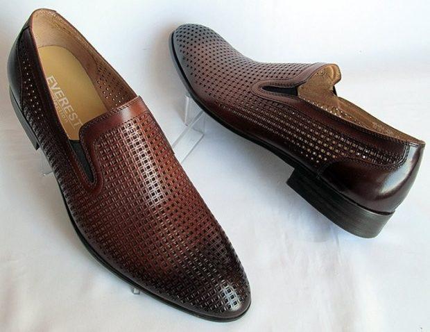 классические туфли летние коричневые с черным носком в сетку