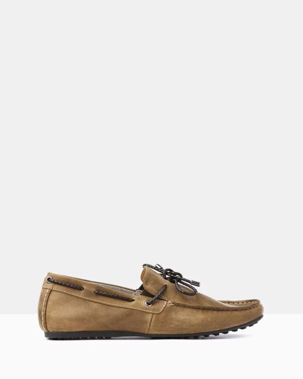 светло-коричневые мокасины закрытые на шнурке мужские