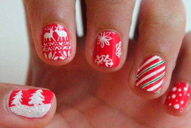 красно белый маникюр зимний с оленями снежинками полосками  елочками