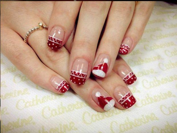 красно белый маникюр зимний с новогодней шапкой свечками