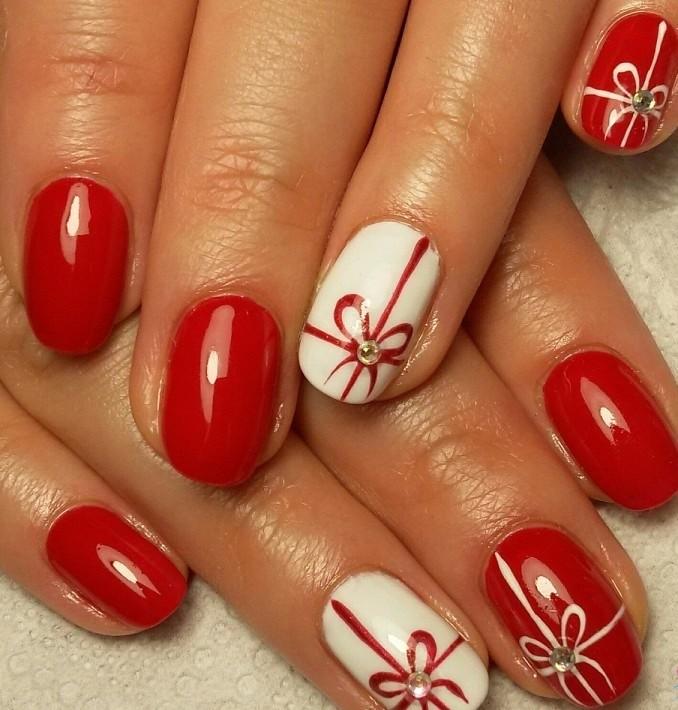 красно белый маникюр зимний с бантиками