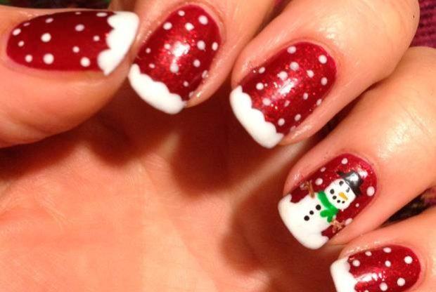красно белый маникюр зимний со снежинками снеговиком