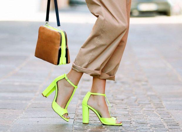 модные босоножки 2019: салатовые на каблуке