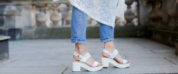 босоножки лето: белые на каблуке