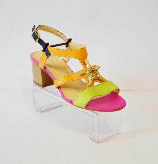 модные босоножки лето: яркие на низком каблуке желто-розовые с оранжевым