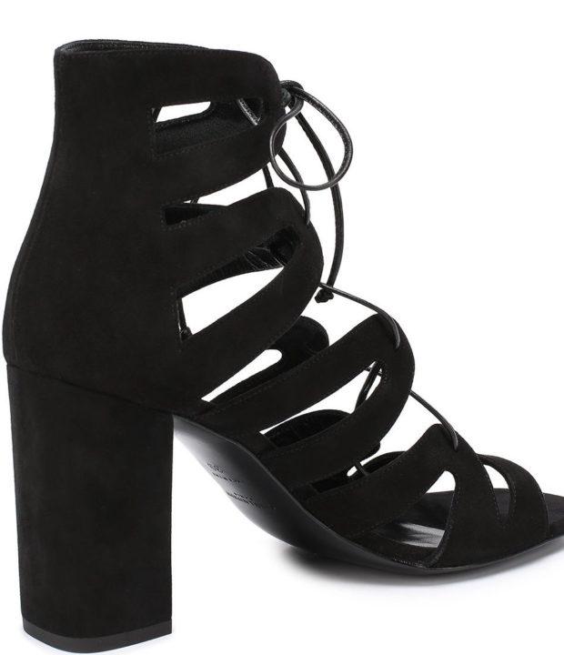 модные босоножки: черные на шнуровке на каблуке