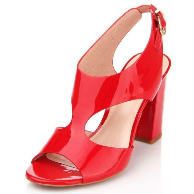 босоножки 2018: красные лаковые на толстом каблуке